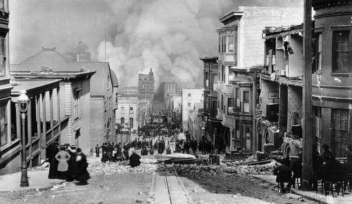Crowds-fires-earthquake-San-Francisco-photo-Arnold-1906